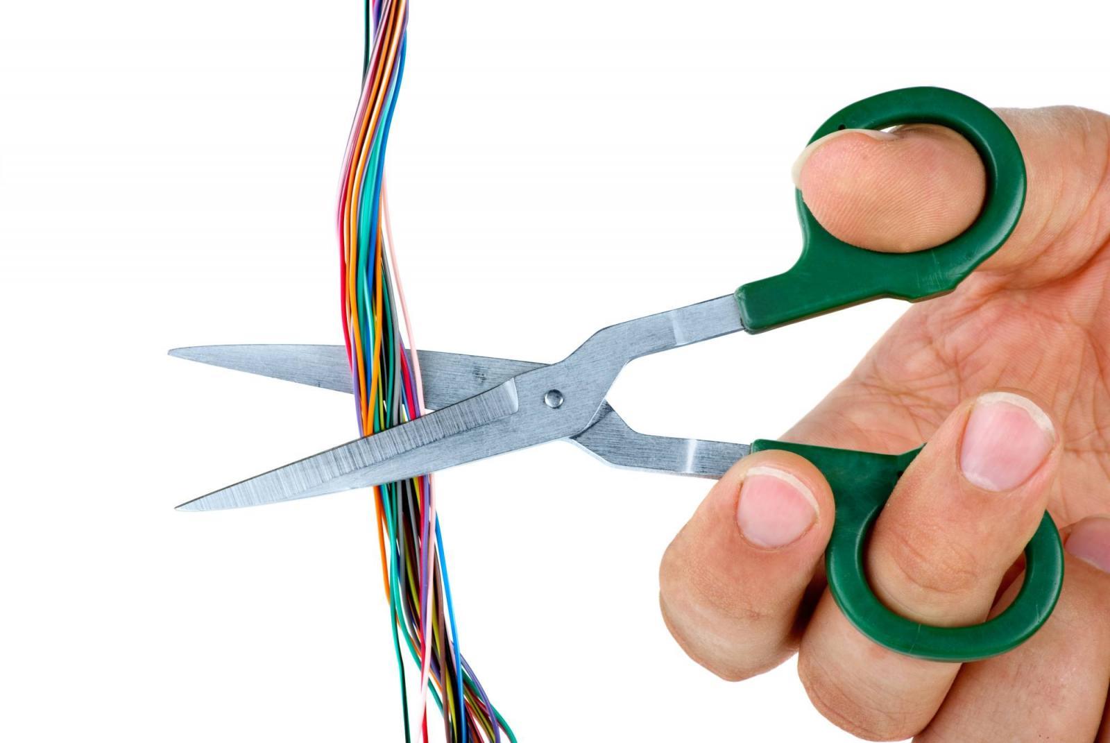 Провода и ножницы