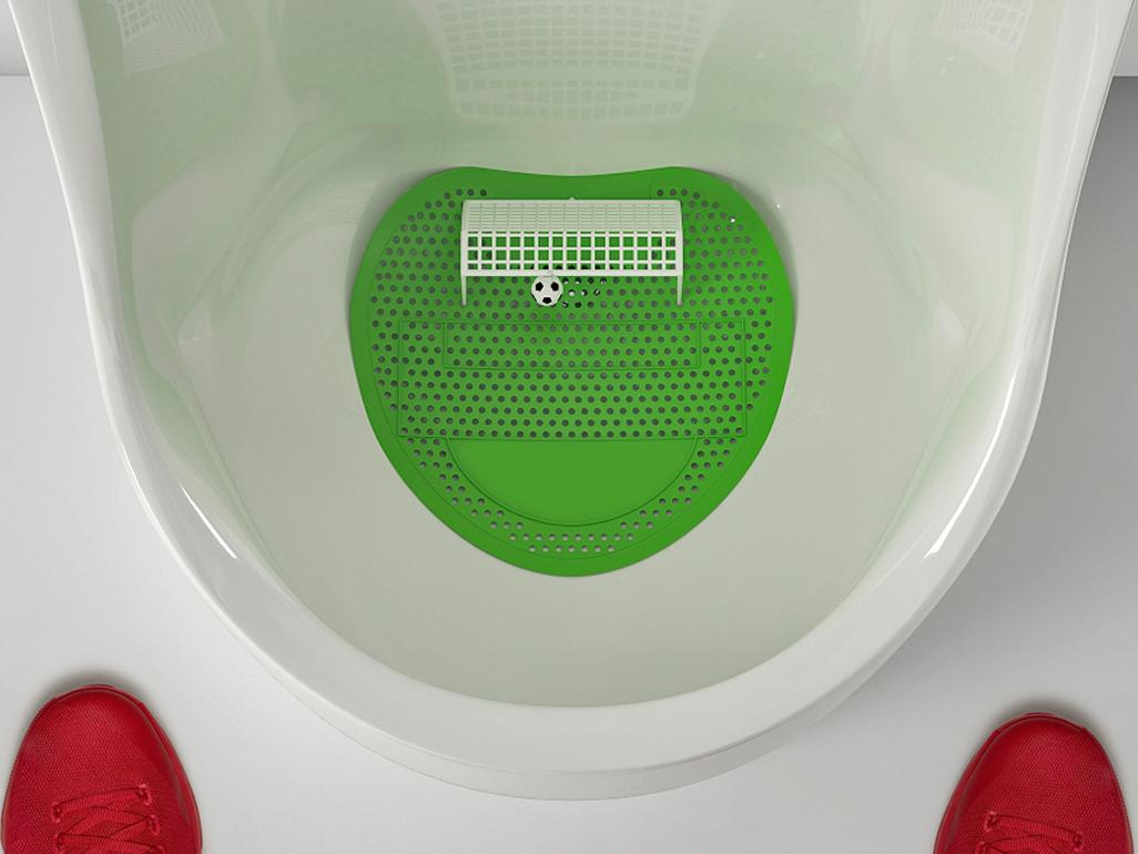 Футбол для писуара