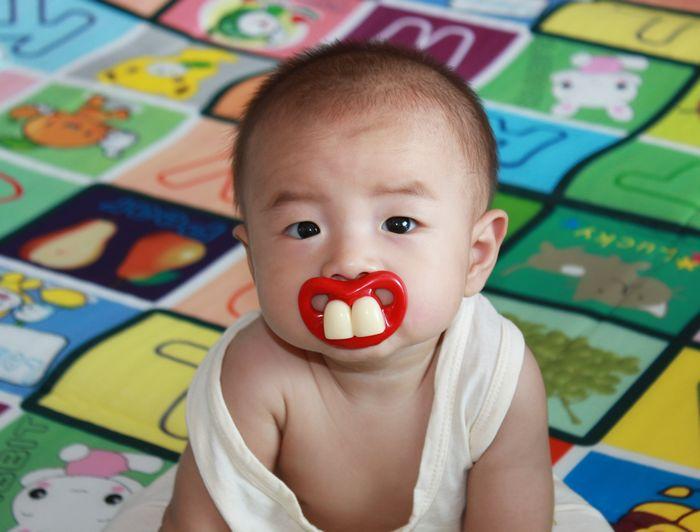 Соска с зубами